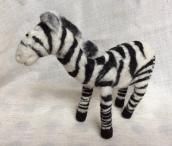 peluche zebre en laine feutree