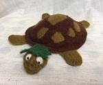 peluche tortue en laine feutree